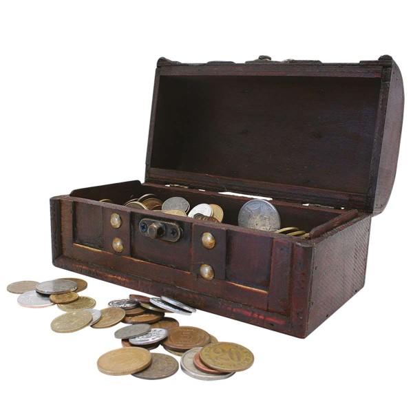Schatzkiste mit Münzen aus allen fünf Kontinenten AT_2520015_1